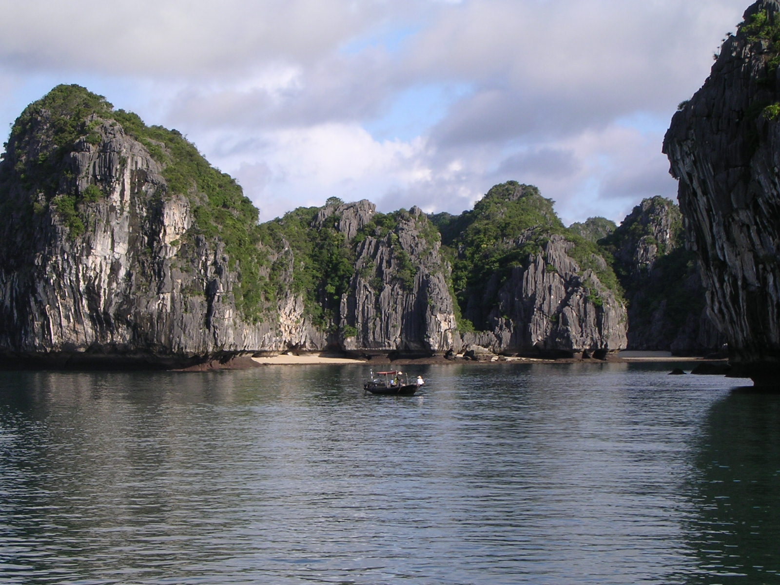 Ha Long Bay   (World Natural Heritage)